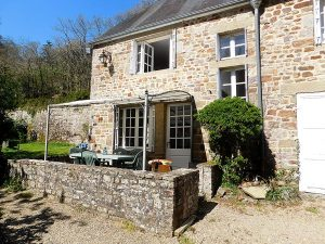 Self-catering holiday cottages in Normandy Calvados Vire | gite du cadre solaire garden