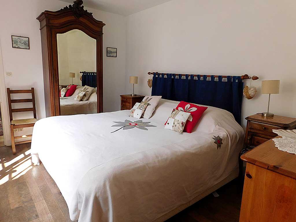 Normandy holiday cottage Gite du Parc - double bedroom