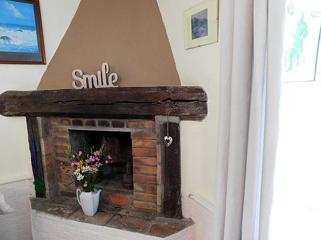 Gite d'Ile | Normandy Calvados holiday cottage fireplace